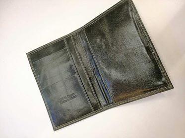 Porta pasaporte de cuero